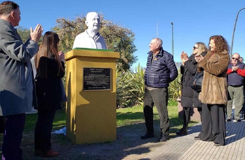 Horas antes del inicio en la ciudad del Nacional de Mus se inauguró en Macachín el busto en homenaje al bergararra Iñaki Unamuno