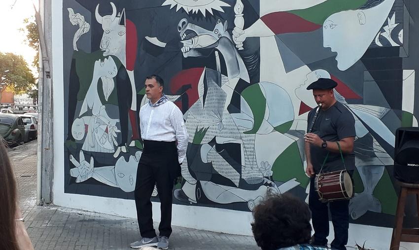 """Mural """"Guernica"""" en el Euskaro"""