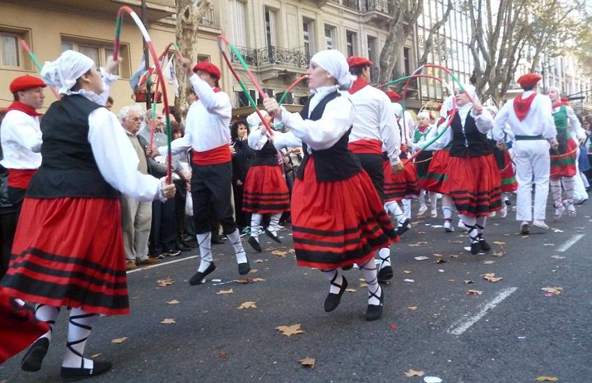 Guillermo Larregui euskal etxeko dantza taldea