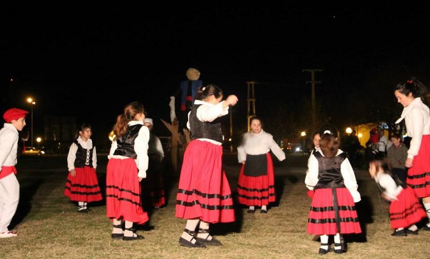 Grupo de Baile Euskal Sustraiak