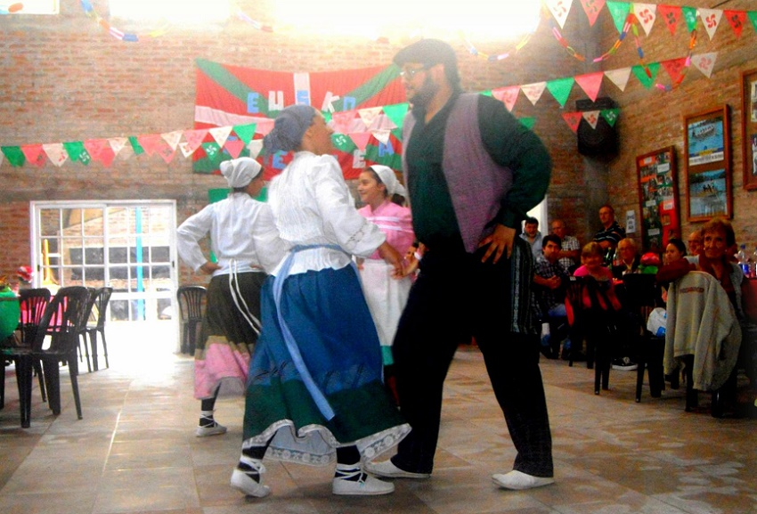 Kimu Dantzari Taldea Dance Group