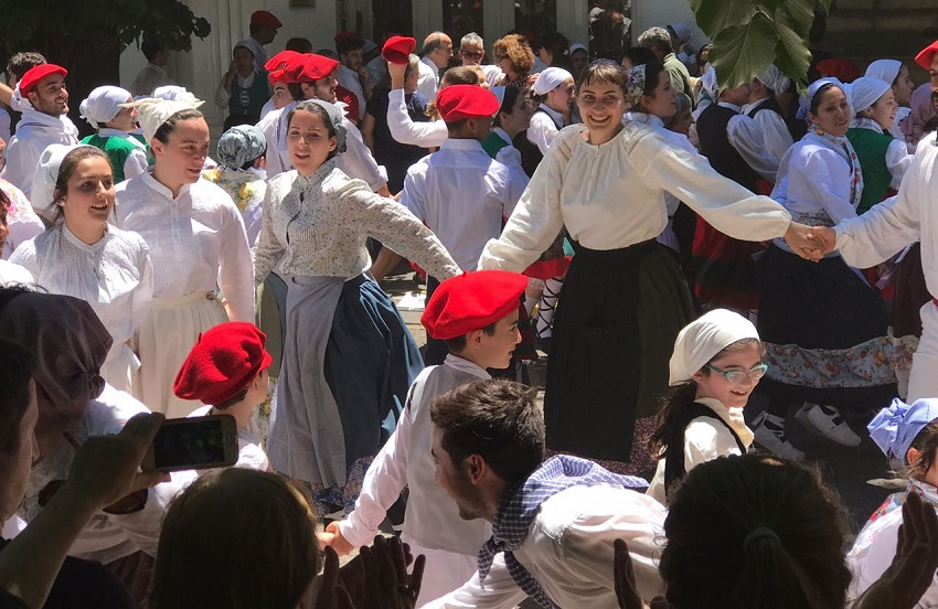 Ekin Kultur Taldea at Semana vasca 2017 in San Nicolas
