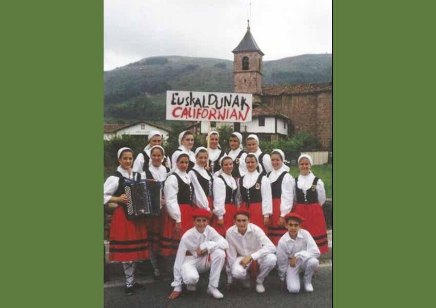 Los vascos californianos participaron una primera vez como grupo en el Baztandarren Biltzarra en 1994. Ahora vienen en edición corregida y aumentada (foto Valerie Etcharren Arrechea)