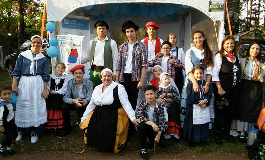 The Euskal Jatorri Basque Club at the Festival of Immigrants 2017