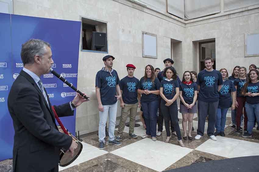 Recibimiento del lehendakari Iñigo Urkullu a los jóvenes participantes de una edición anterior de Gaztemundu (foto Irekia)