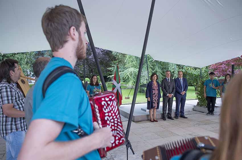 Yesterday's reception by Lehendakari Urkullu at Ajuria Enea for Gaztemundu 2017 particpants (photoIrekia)