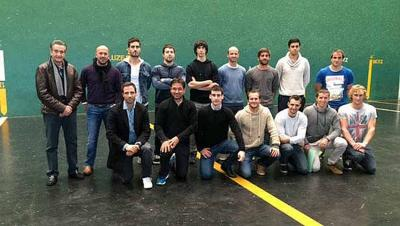 Jai Alai players along with officials from Fronton Mexico at the Jostaldi Fronton in Hondarribia (photoDeia)