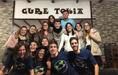 Participants in Anima Zaitez! 2018 with youth from Euzko Etxea