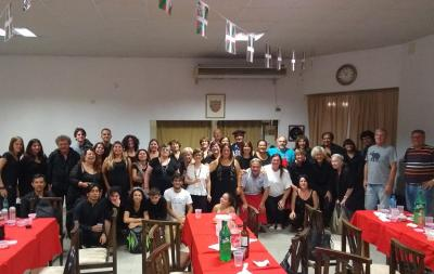 Kontzertua bukatuta, musikariek Itxaropen Euskal Etxean afaldu zuten
