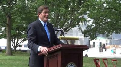 John Garamendi was the host of the ceremony where a sapling of the Tree of Gernia was planted at the Capital (photoEuskalKultura.com)