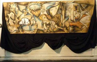 Versión del Guernica, obra de la artista local Sandra Perfecto, expuesta en la Casa e Cultura del Lago Puelo, en el marco de una actividad anterior de este centro vasco andino del Paralelo 42