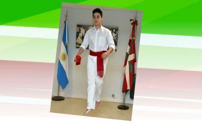 Imanol Basterra dancing Aurresku