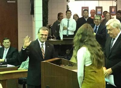 El navarro de la Diáspora Javier 'John' Dutrey jura su cargo como nuevo alcalde de Montclair, en California (foto Curt Hagman)