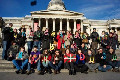 Iaz Trafalgar Square plaza ezagunean bildu ziren Londreseko euskaldunak, London Basque Society elkarteak deituta (argazkia London Basque Society)