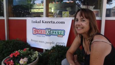 Nancy Zubiri euskal kaliforniarra Euskal Kazeta buletineko editorea da (argazkia EuskalKultura.com)
