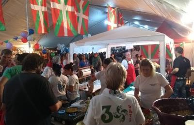 Euskel Biotza Euskal Etxeko lan taldea Gizataldeen Jaialdian