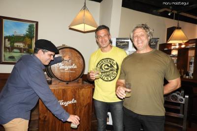 """Presentation of """"Txapela"""" Cider (photo Maru Maiztegui)"""
