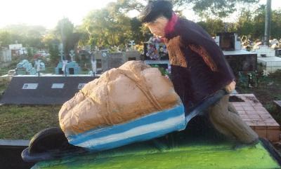 Escultura en homenaje a Guillermo Larregui que se descubrirá mañana en el Cementerio de Puerto Iguazú