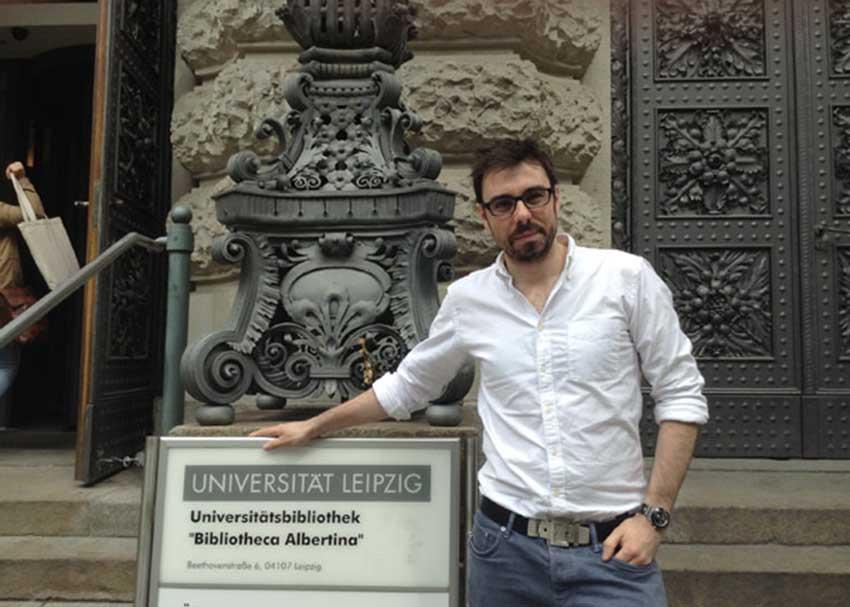 Tú puedes ser lector/a del Instituto Etxepare an alguna universidad de Europa, Asia o América. En la imagen, Unai Lauzirika, lector en Leipzig, Alemania