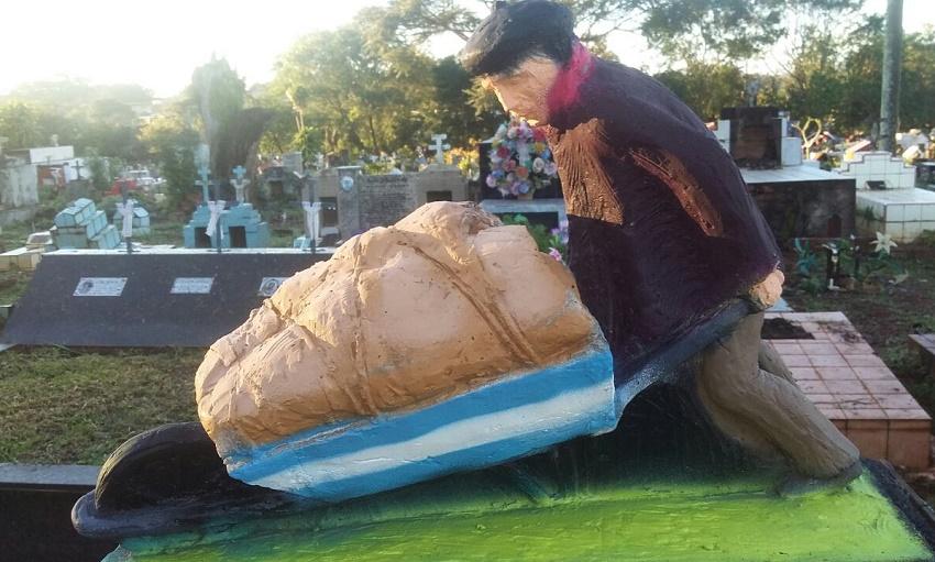 Estatua en homenaje a Guillermo Larregui