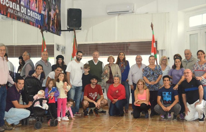 Members of Gure Etxea in Gral. Belgrano at its first open dance class