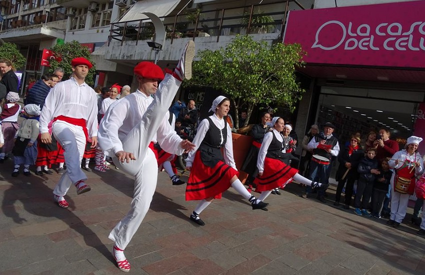 Basque dance with the help of Euskel Biotza