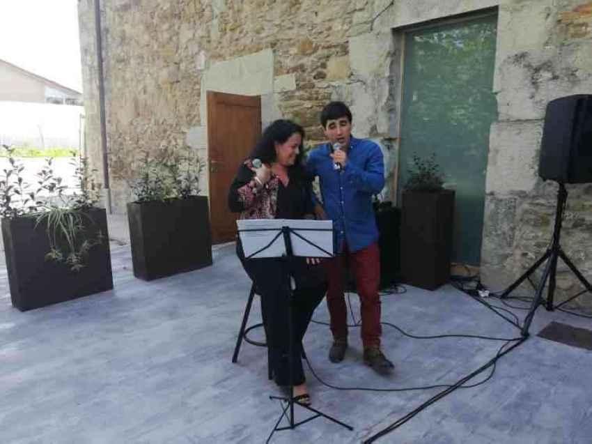 Singers Mariana Dominé and Gorka Zabaleta