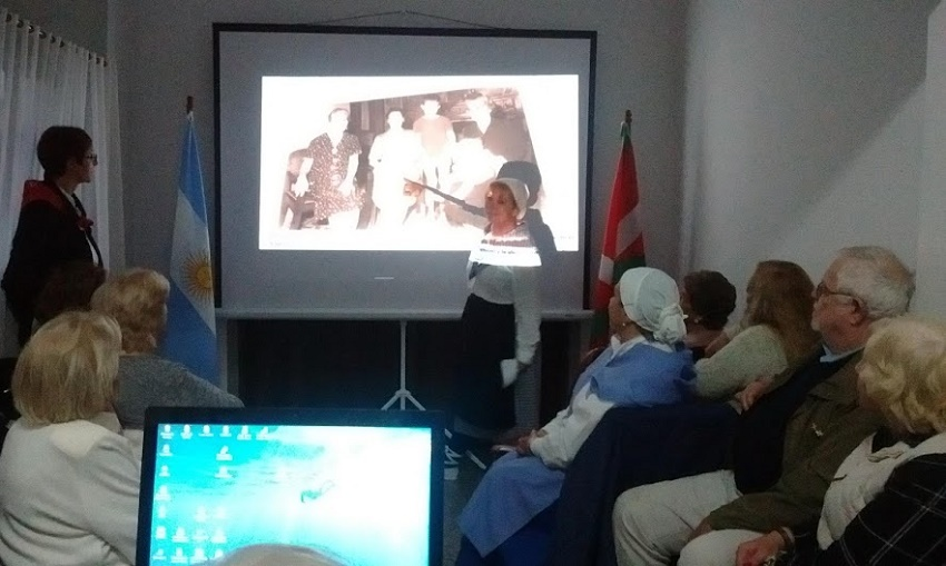 The Basque club in Azul, members took advantage of photos and videos to tell the story of their immigrant families, that is to day the history of the Basque Diaspora
