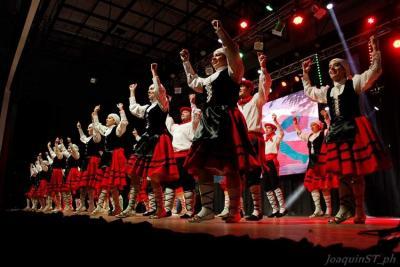 El 'Haize Dantzariak' a pleno en la Feria de Colectividades