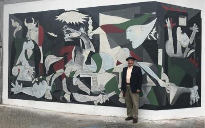 Accordionist and club member, Baldomero Anso, originally from Navarre, in front of the mural