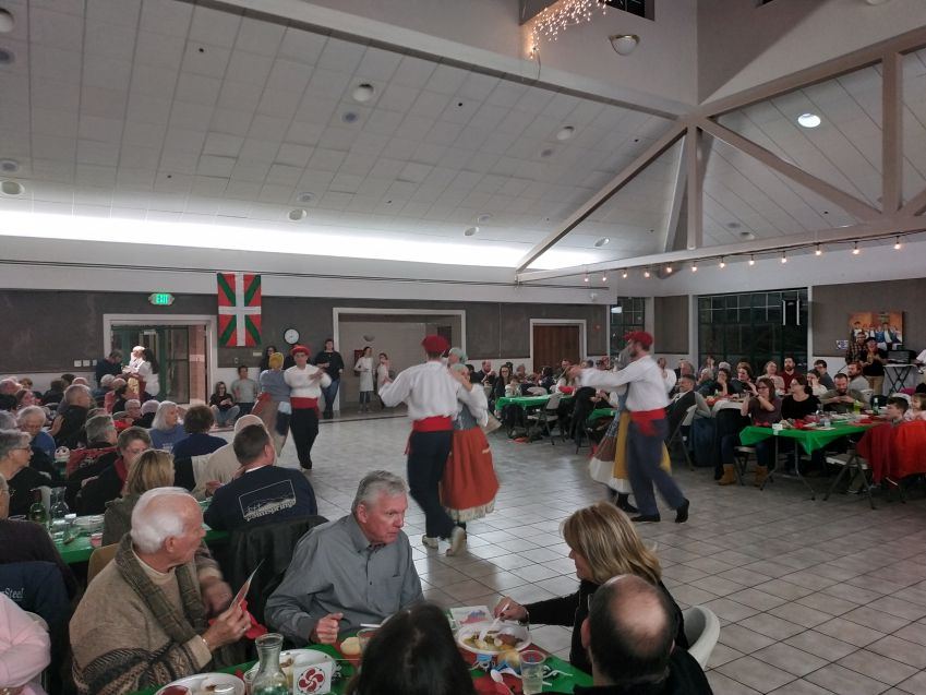 Dinner and a Basque dance spectacle