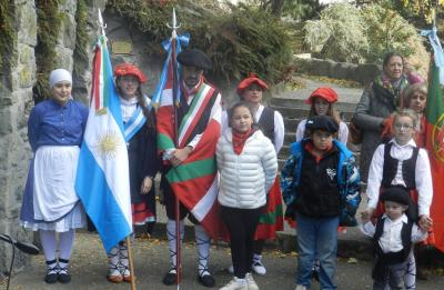 Detalle de la celebración de Aberri Eguna este pasado fin de semana en Bariloche, Patagonia, plena cordillera de los Andes