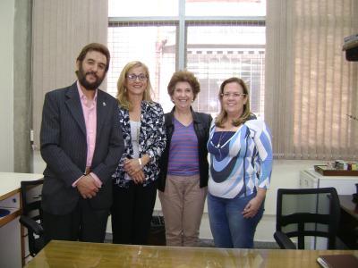 Oskar Goitia (Eusko-Brasildar Etxea), Aizpea Goenaga (Etxepare), eta bisitaldiko bi lagun (argazkia Casa Basco Brasileira Sao Paulo)