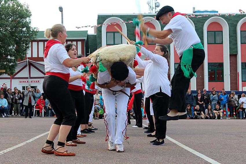 Sagi dantza in St. Pierre et Miquelon