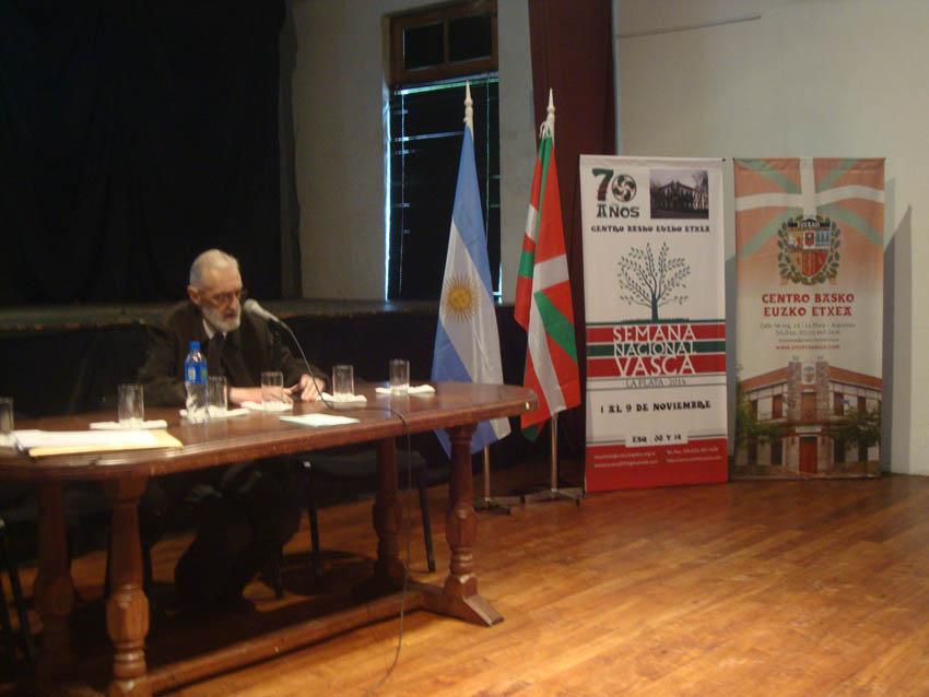 Hitzaldiak: MIkel Ezkerrok Argentinako euskaldunez