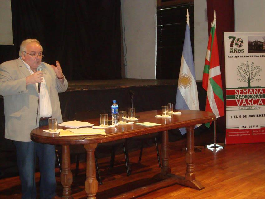 Carlos Irisarrik euskal literaturaren iragana eta oraina aipatu zituen