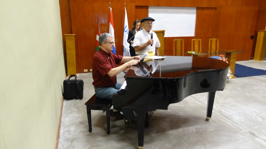Euskal kantu saioa eta Gernikako Arbola, pianoak lagunduta