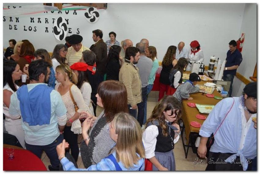 Un centenar y medio de invitados saborearon la cultura vasca en la presentación del Euskal Txokoa