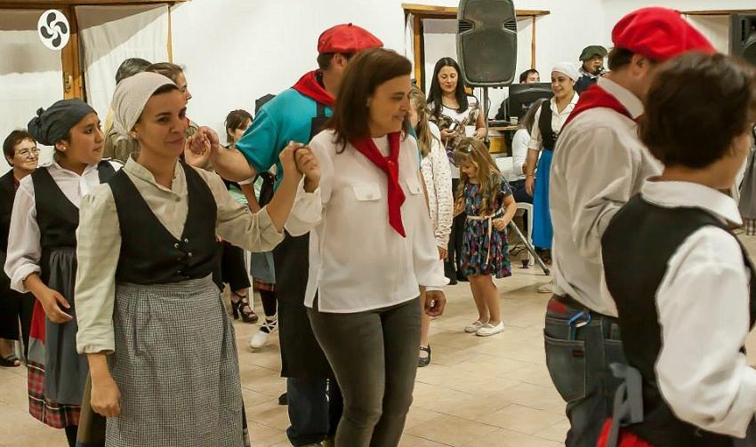 Bariloche y San Martín juntos y bailando