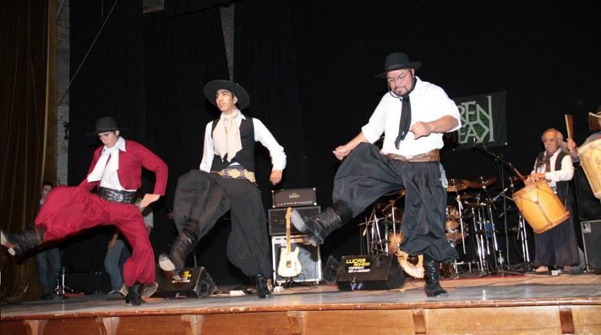 Euskal skarekin batera, folklore argentinarra