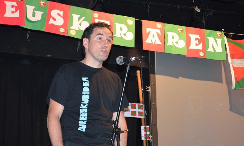 Gure Esku Dago-ko bozeramaile Angel Oiarbide Euskaltzaleak-en festan