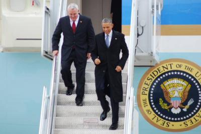 Dave Bieter and Barack Obama getting off Air Force One (photo@BoiseWeekly)