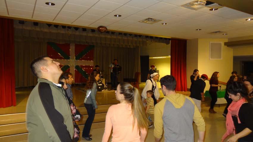 Jendeak euskal dantzak dantzatzen gozatu zuen