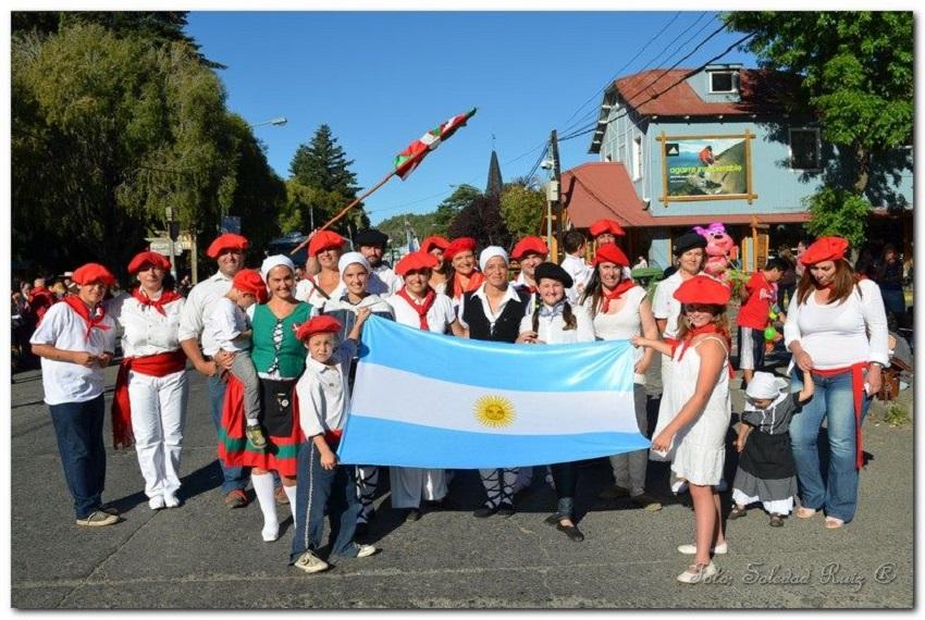 El centro vasco de San Martín de los Andes, presente en el 117º Aniversario de la ciudad