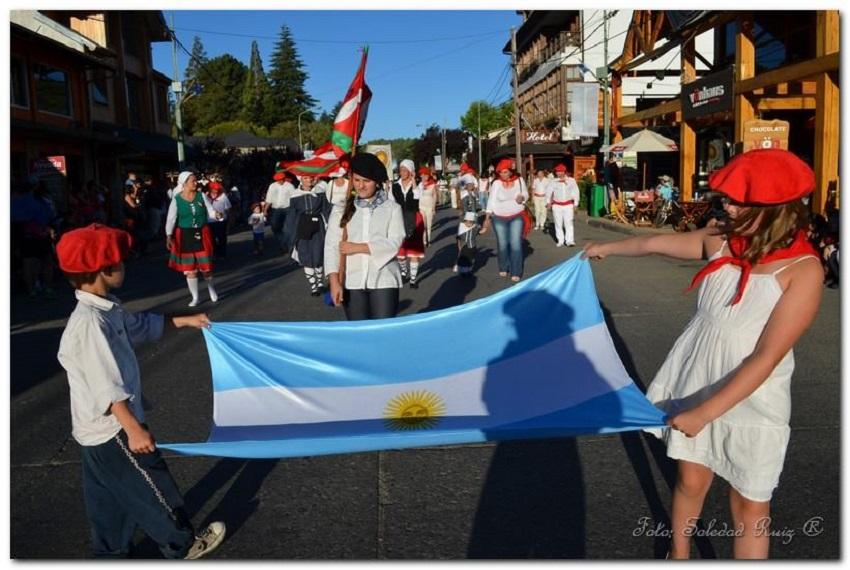 El desfile por calle San Martín