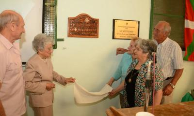 Family members of the founding club members unveiled the commemorative plaques (photoValeria Oyarzabal)