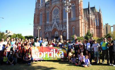 19. Korrika martxoaren 28an izan zen La Platan, Moreno Plazan, Katedralaren aurrean (argazkia M. Agostini Zubillaga)