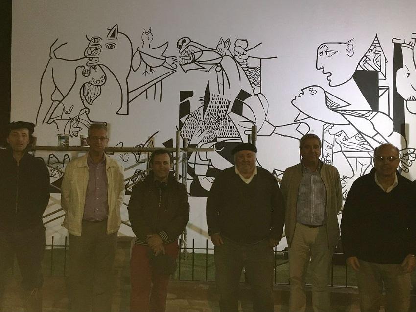 La colectividad, testigo de los avances en el mural