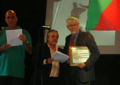 The Basque club of Cuba named North American anthropologist and euskaltzale and prominent scholar in the Basque Diaspora, William Douglass, as an honorary member