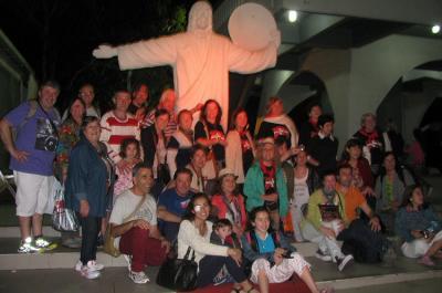 Tandilgo Gure Abestiak abesbatzako kideak Camboriuko 'Cristo de Luz'-en (argazkia GA)